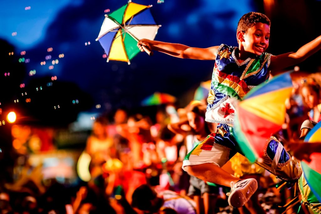 ccd0fa2f76 ... população brasileira. Isso decorreu do processo de miscigenação com  índios e negros africanos